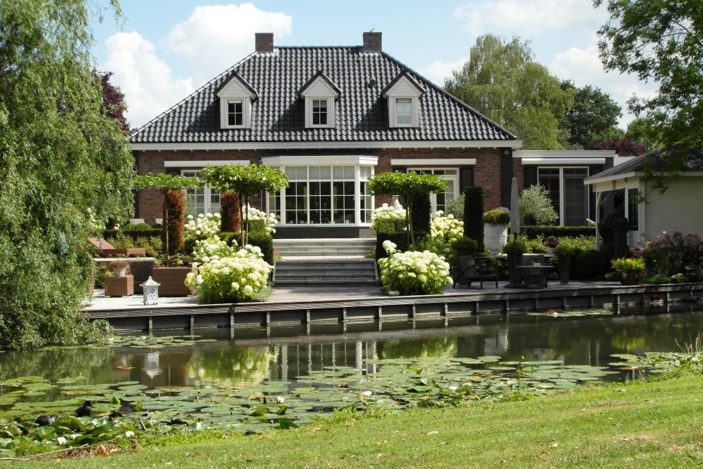 Stijlvolle tuin bij notariswoning rhoon hoveniersbedrijf tim kok - Foto van het terras ...