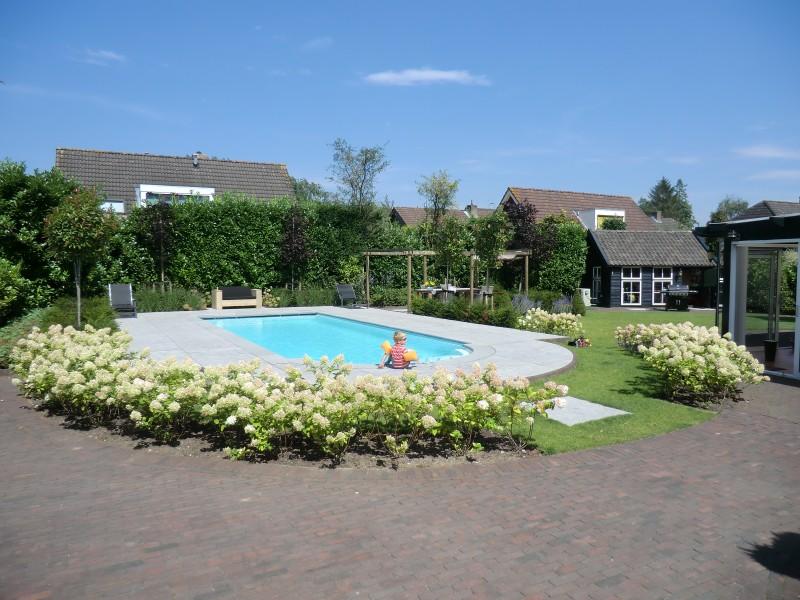 Landelijke tuin met zwembad dordrecht hoveniersbedrijf for Tuin met zwembad